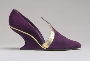 purple pointy toed shoe